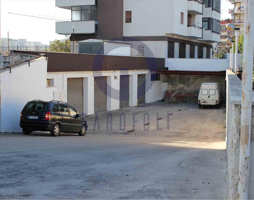 Negozio / Locale in affitto a Bisceglie, 5 locali, prezzo € 700 | CambioCasa.it