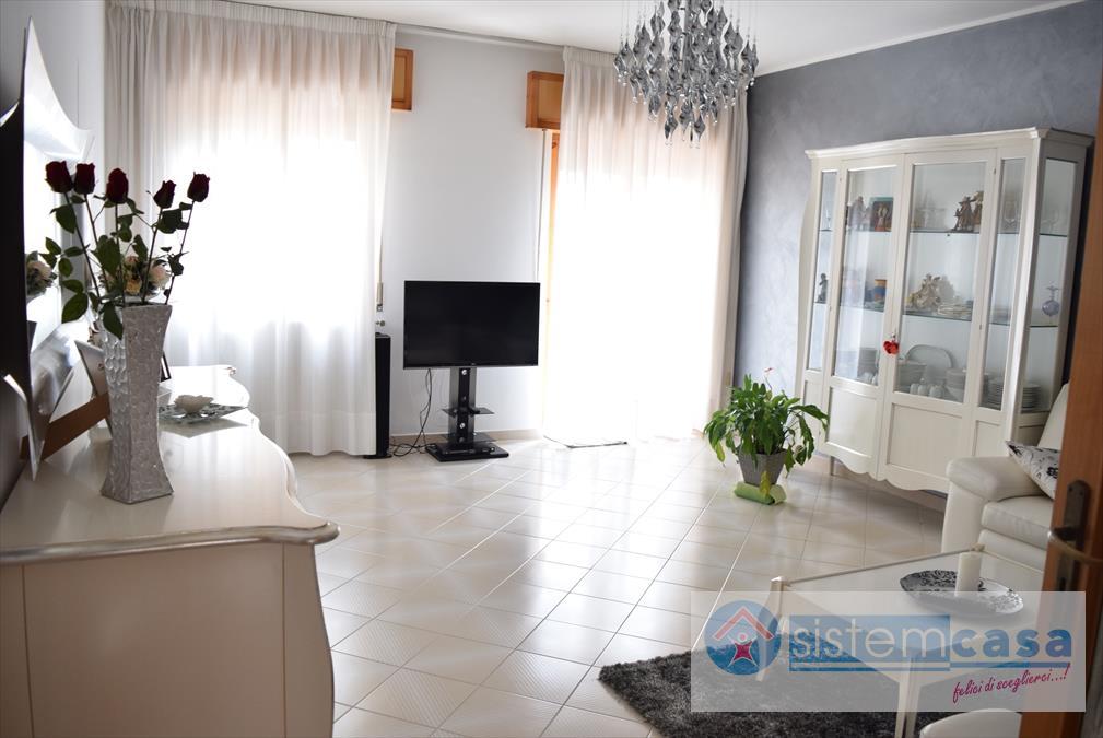 Appartamento in vendita a Corato, 4 locali, prezzo € 160.000 | CambioCasa.it
