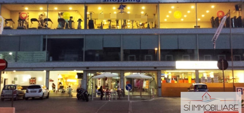 Negozio / Locale in vendita a Silvi, 7 locali, prezzo € 450.000 | CambioCasa.it