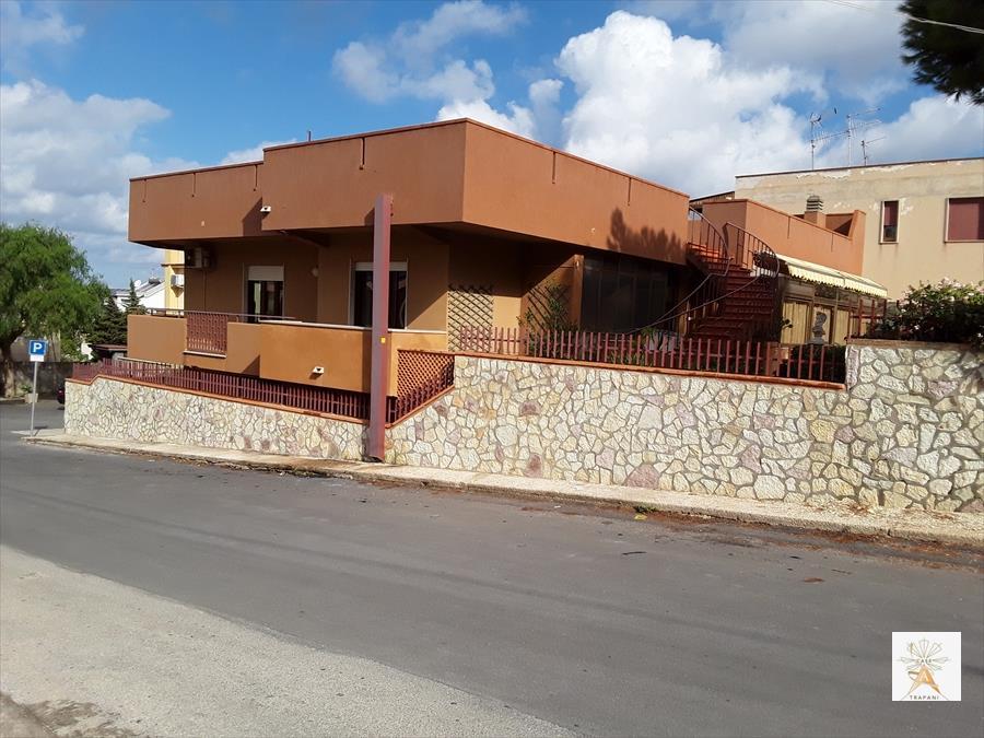 Villa in vendita a Erice, 10 locali, prezzo € 360.000 | CambioCasa.it