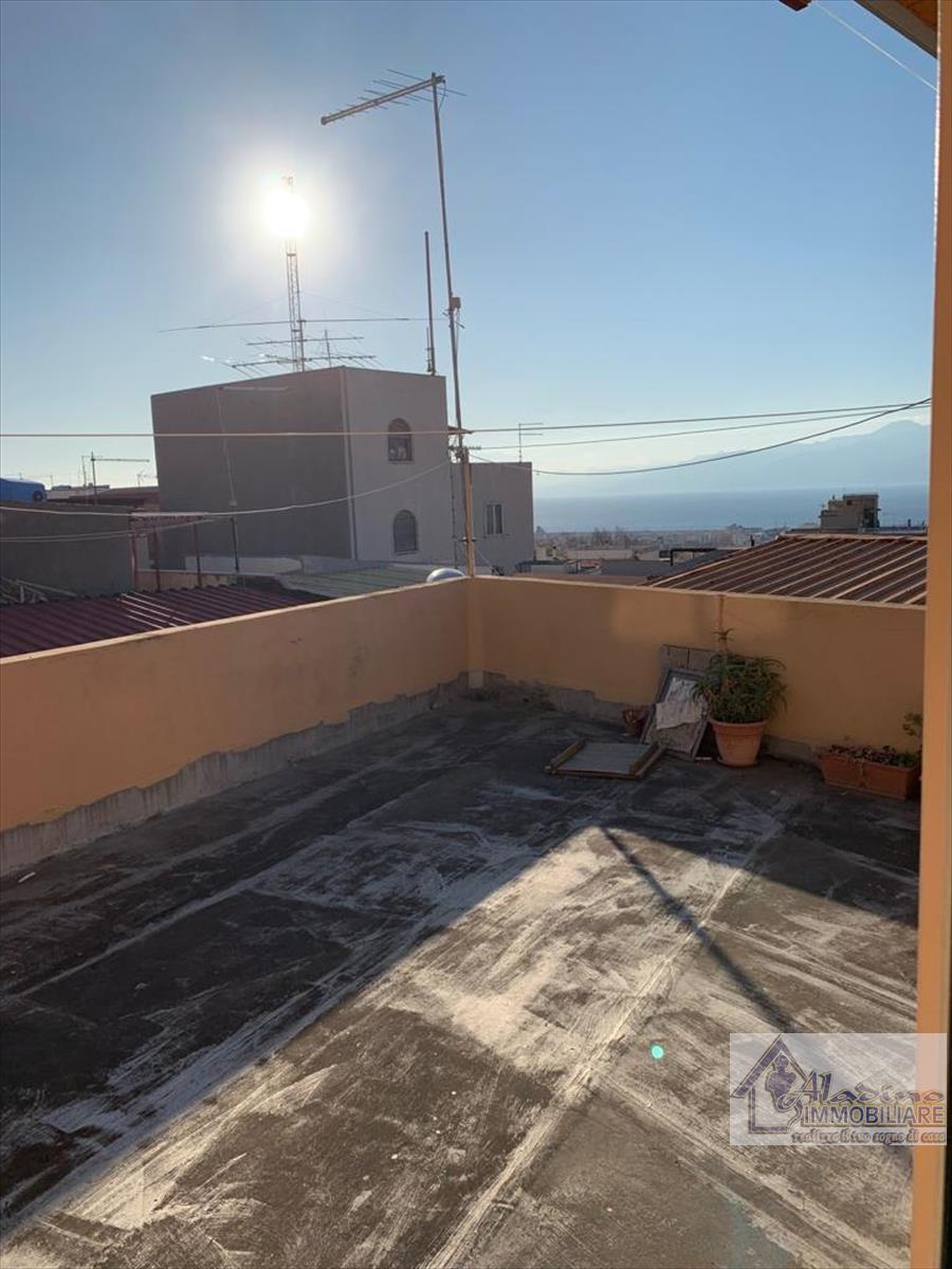 Soluzione Indipendente in vendita a Reggio Calabria, 4 locali, prezzo € 37.000 | CambioCasa.it