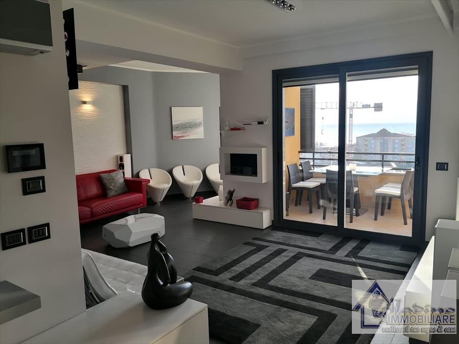 Appartamento in vendita a Reggio Calabria, 5 locali, prezzo € 290.000 | CambioCasa.it