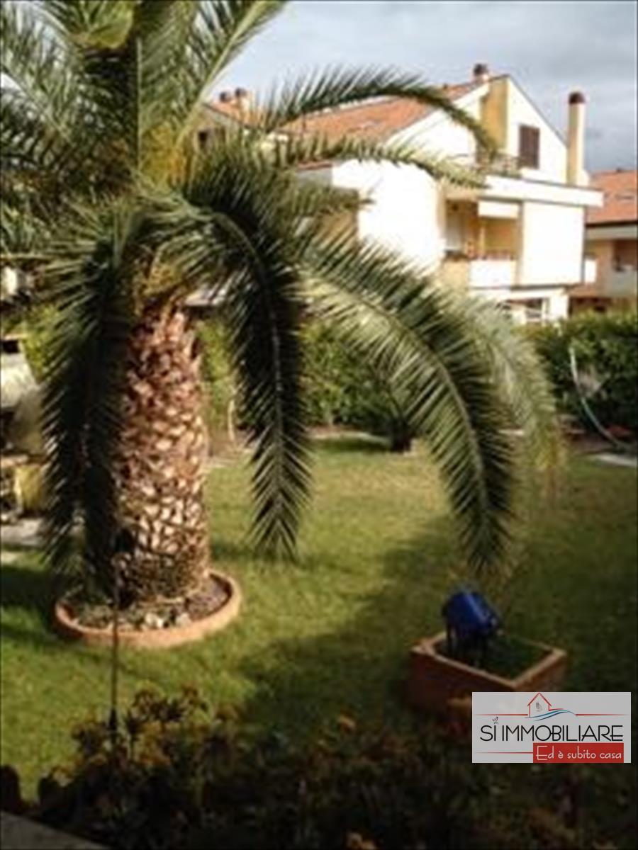 Appartamento in affitto a Città Sant'Angelo, 9999 locali, prezzo € 1.100 | CambioCasa.it