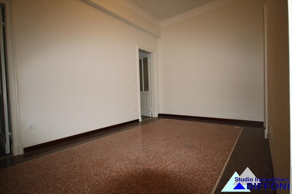 Appartamento in vendita a Chiavari, 5 locali, prezzo € 220.000 | Cambio Casa.it