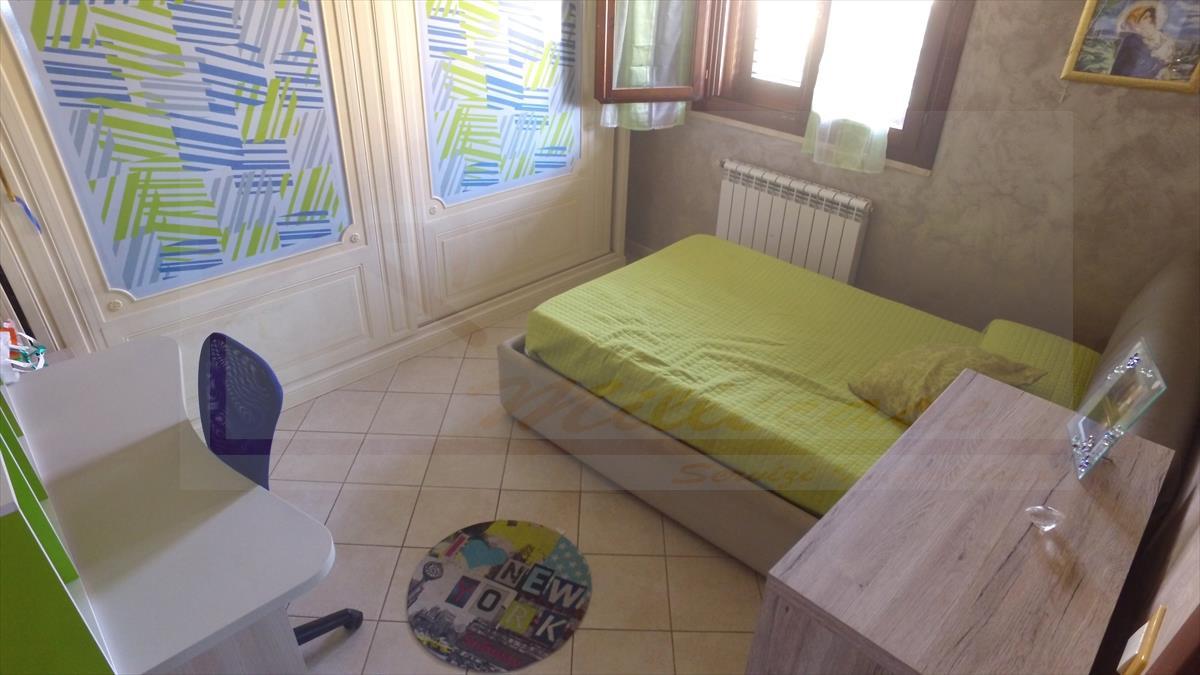 vendita villa siracusa   220000 euro  5 locali  165 mq