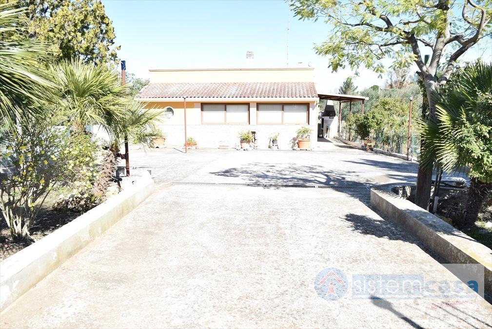Villa in vendita a Corato, 3 locali, prezzo € 58.000 | CambioCasa.it