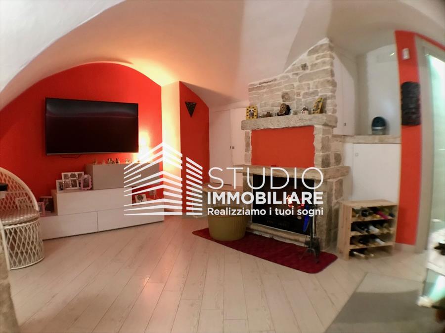 Soluzione Indipendente in vendita a Ruvo di Puglia, 3 locali, prezzo € 175.000 | CambioCasa.it