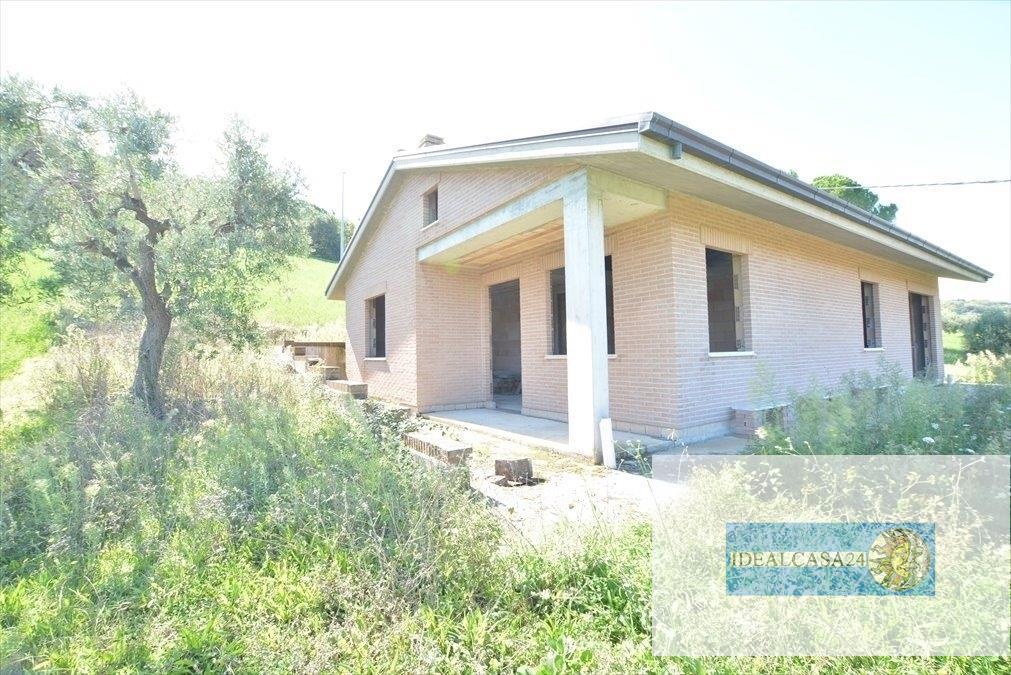 Soluzione Indipendente in vendita a Civitanova Marche, 5 locali, prezzo € 249.000 | CambioCasa.it