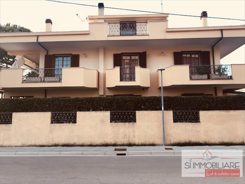 Soluzione Indipendente in vendita a Città Sant'Angelo, 10 locali, prezzo € 450.000 | CambioCasa.it