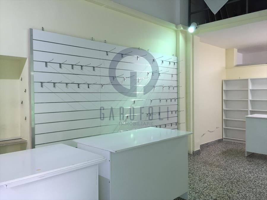 Negozio / Locale in affitto a Bisceglie, 1 locali, prezzo € 380 | CambioCasa.it