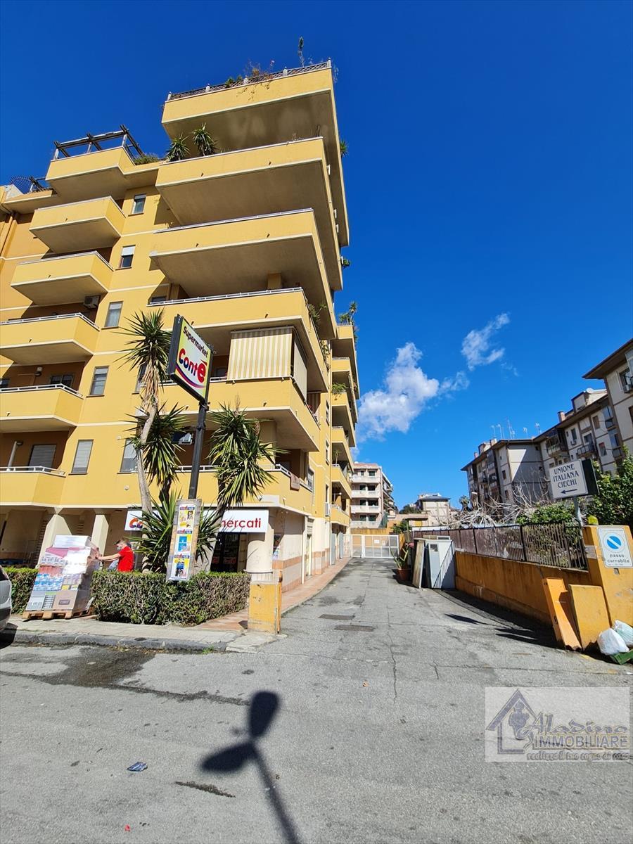 Appartamento in vendita a Reggio Calabria, 4 locali, prezzo € 210.000 | CambioCasa.it