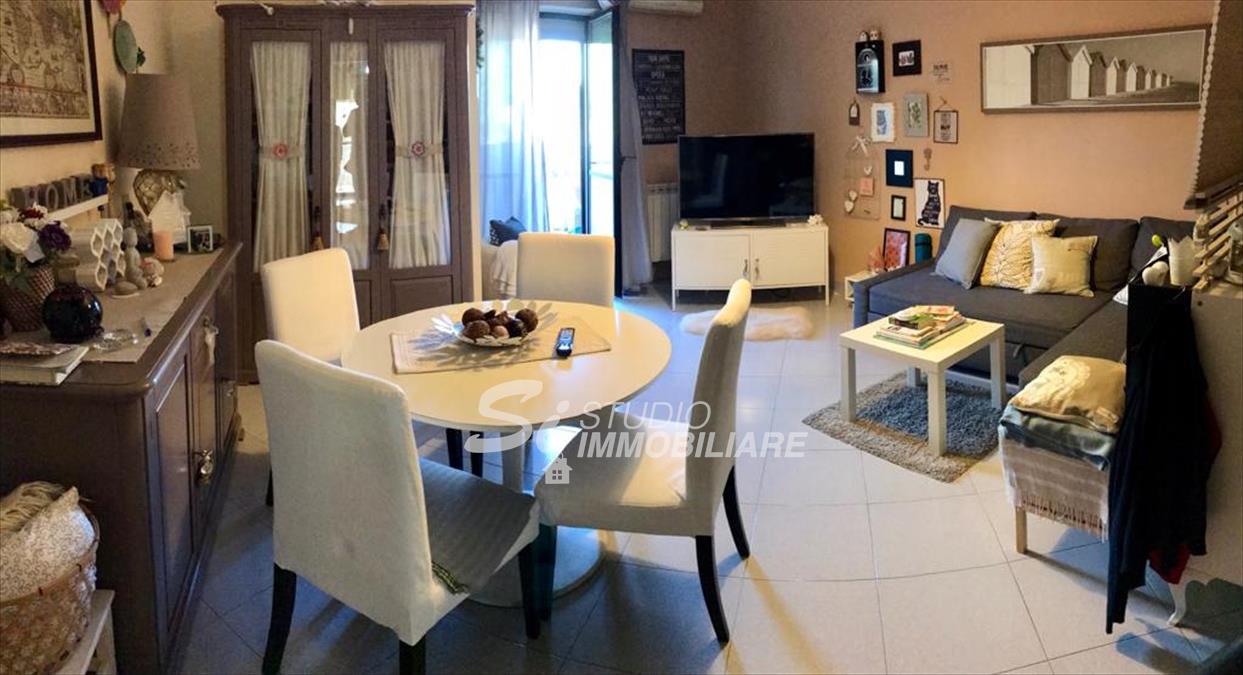 Appartamento in vendita a Ruvo di Puglia, 4 locali, prezzo € 190.000 | CambioCasa.it