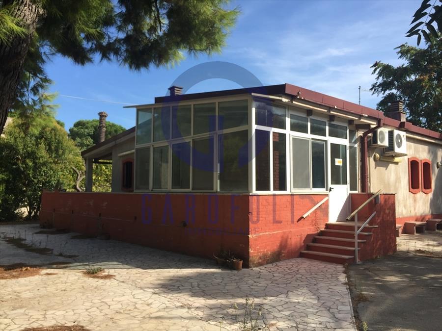 Villa in affitto a Bisceglie, 4 locali, prezzo € 2.000 | CambioCasa.it