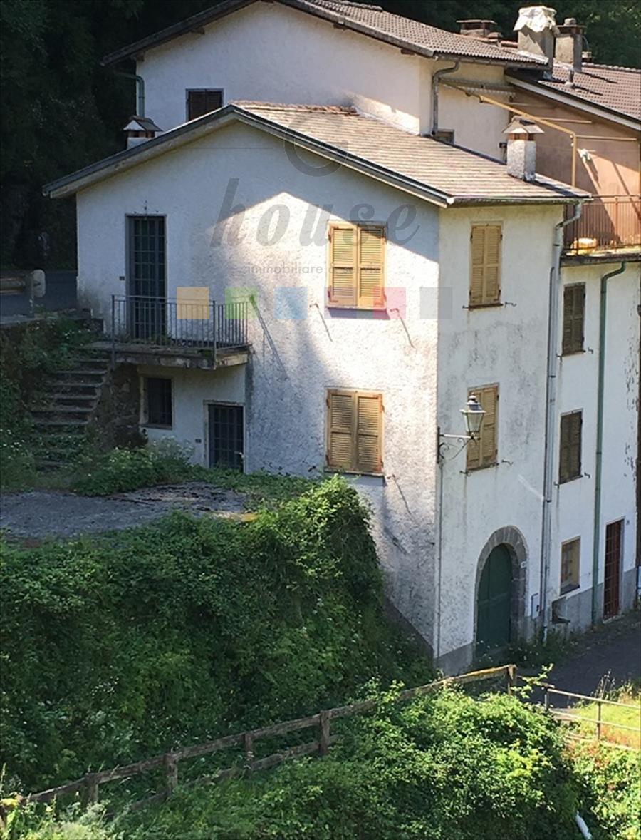 Foto 1 di Casa indipendente Borgonovo ligure, Mezzanego
