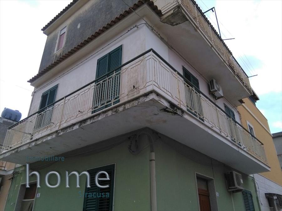 Soluzione Indipendente in vendita a Avola, 8 locali, prezzo € 100.000 | CambioCasa.it