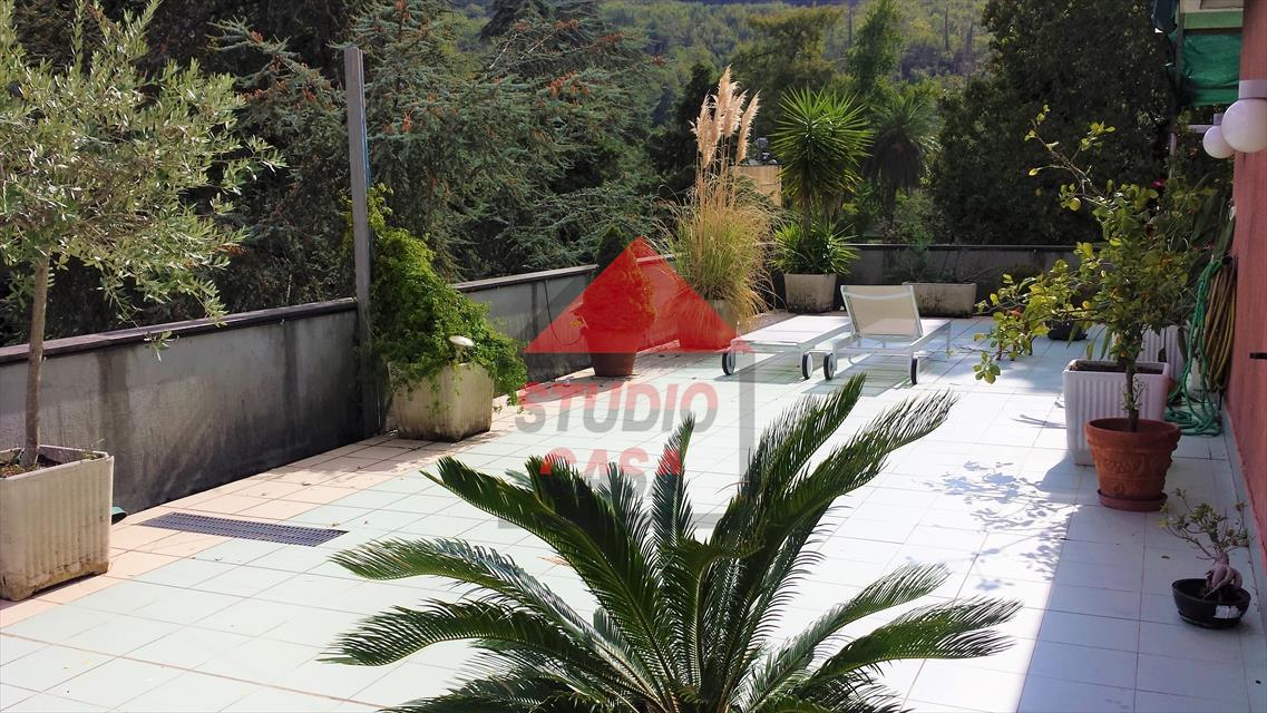 Attico / Mansarda in vendita a Rapallo, 7 locali, prezzo € 450.000 | PortaleAgenzieImmobiliari.it