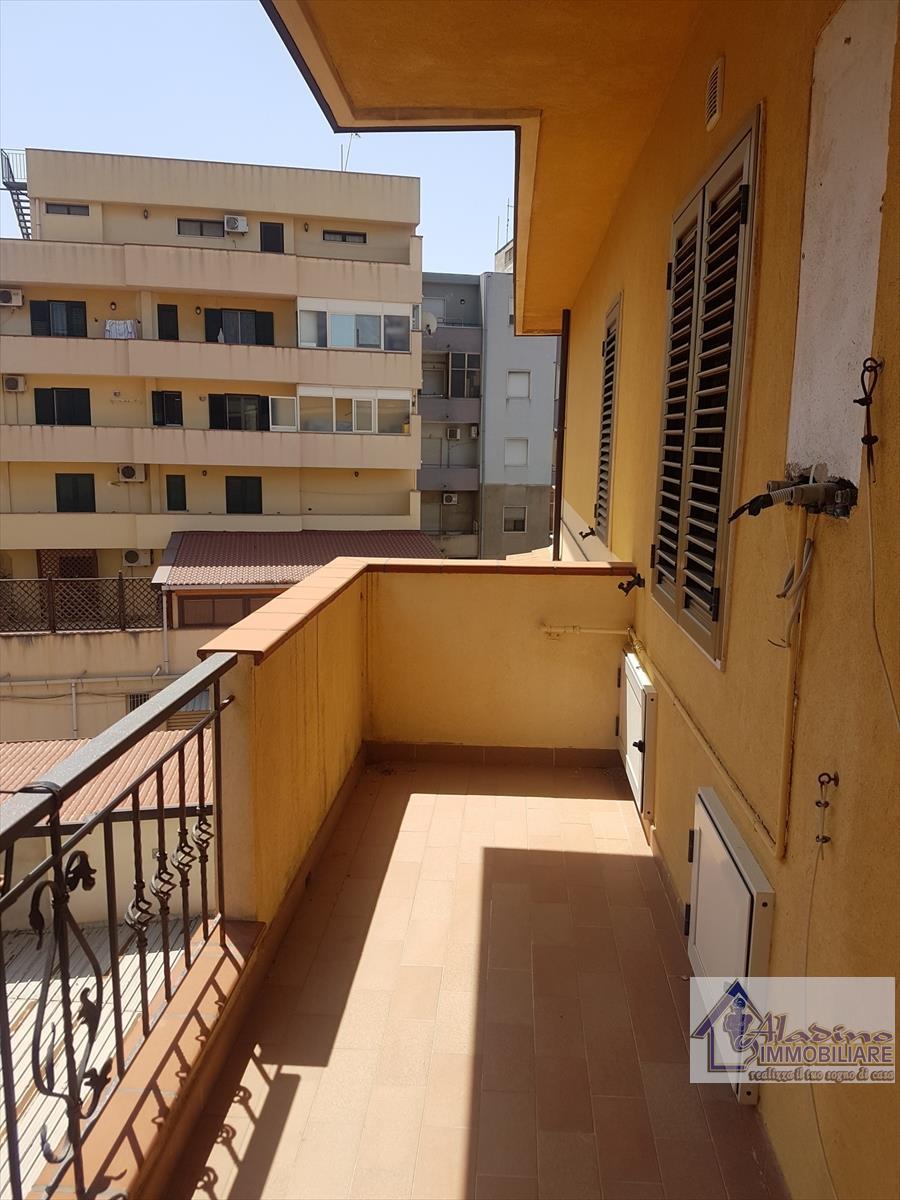 Appartamento in vendita a Reggio Calabria, 5 locali, prezzo € 109.000 | CambioCasa.it