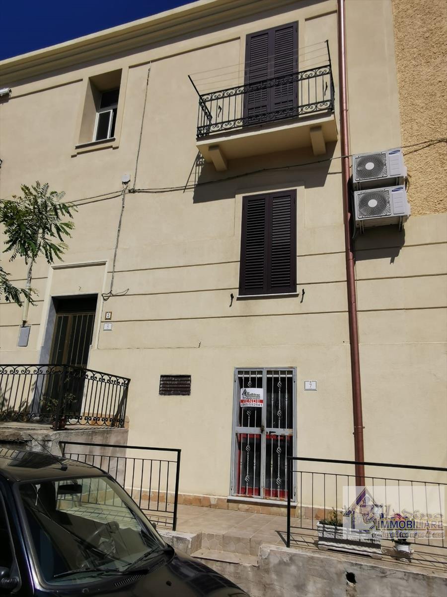 Magazzino in vendita a Reggio Calabria, 3 locali, prezzo € 35.000 | CambioCasa.it