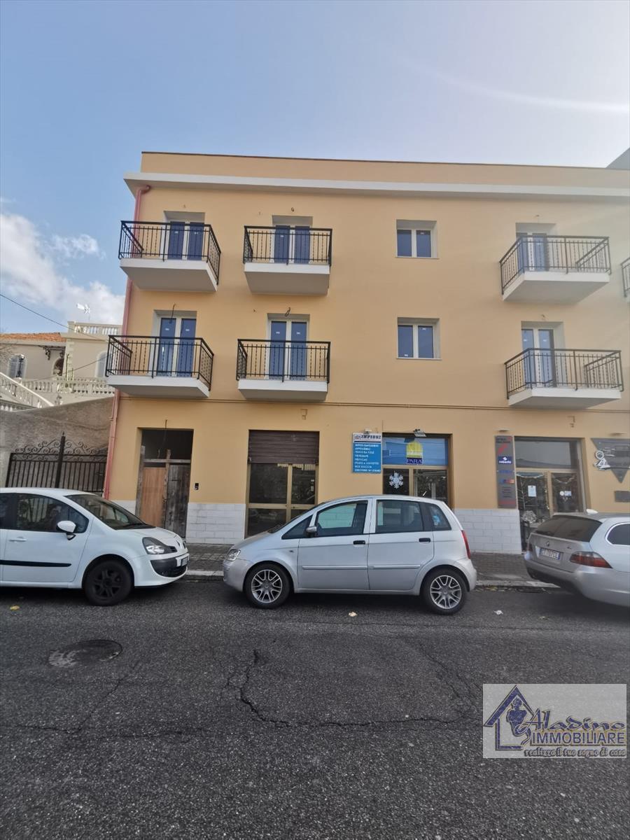 Negozio / Locale in affitto a Villa San Giovanni, 1 locali, prezzo € 330   CambioCasa.it