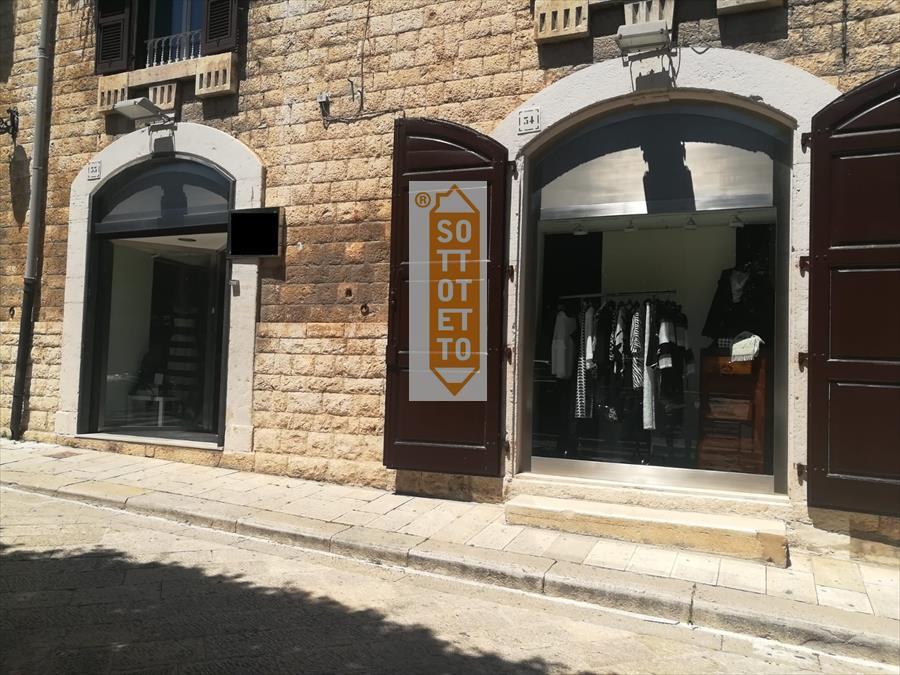 Negozio / Locale in affitto a Corato, 2 locali, prezzo € 500 | CambioCasa.it