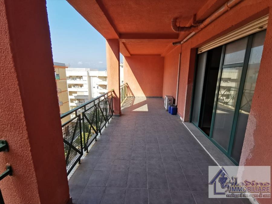 Appartamento in vendita a Reggio Calabria, 7 locali, prezzo € 250.000 | CambioCasa.it