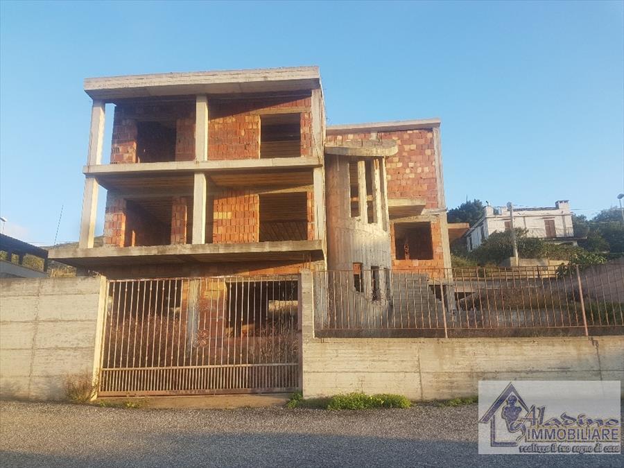 Villa in vendita a Reggio Calabria, 10 locali, prezzo € 215.000 | CambioCasa.it
