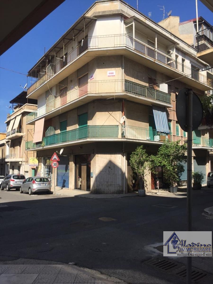 Appartamento in vendita a Reggio Calabria, 5 locali, prezzo € 69.000 | CambioCasa.it