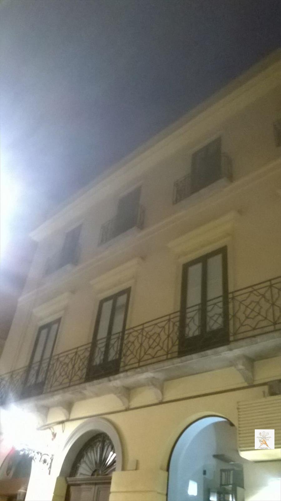 Palazzo / Stabile in vendita a Trapani, 8 locali, prezzo € 530.000 | Cambio Casa.it