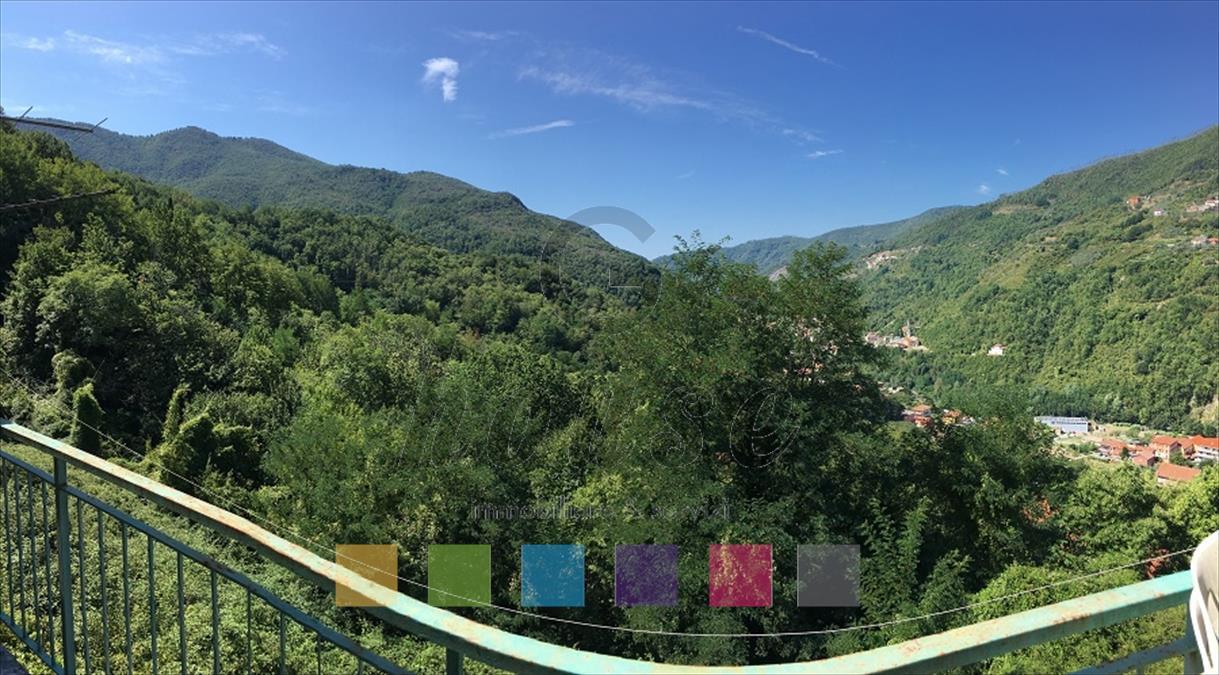 Foto 1 di Casa indipendente via Camposaggi, Mezzanego