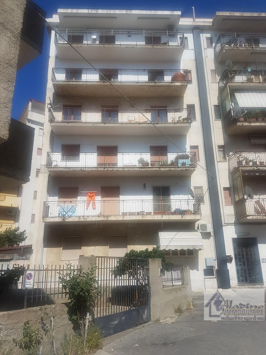 Appartamento in vendita a Reggio Calabria, 4 locali, prezzo € 57.000 | CambioCasa.it