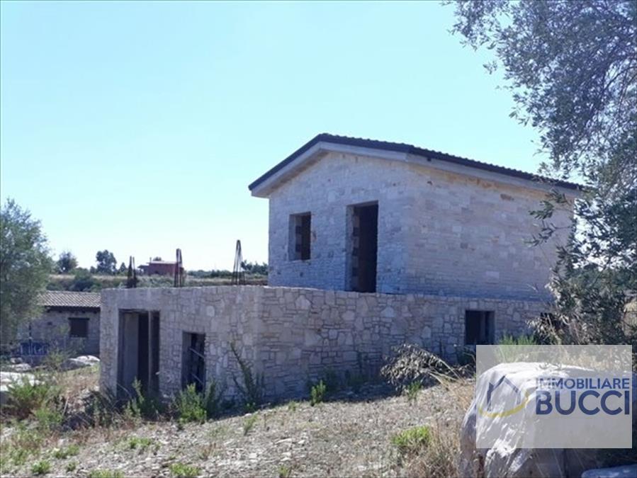 villa unifamiliare con annesso deposito