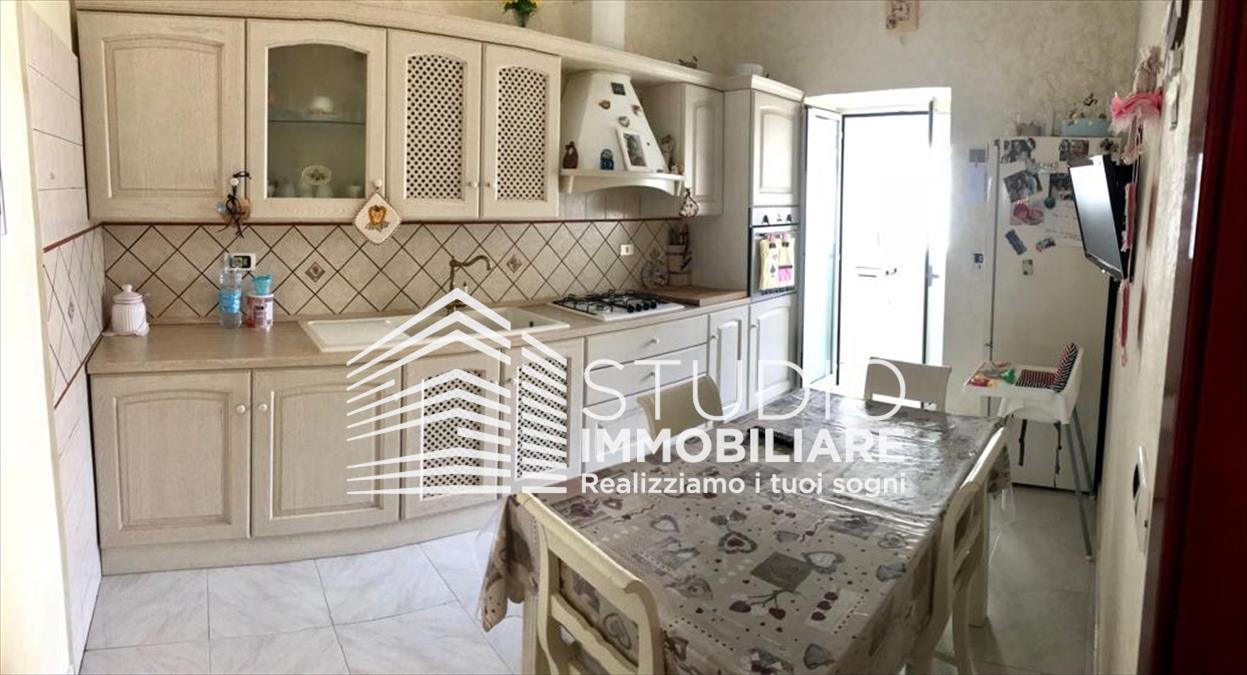 Appartamento in vendita a Ruvo di Puglia, 3 locali, prezzo € 120.000 | CambioCasa.it