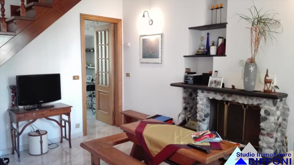 Appartamento in vendita a Lavagna, 5 locali, prezzo € 235.000 | CambioCasa.it