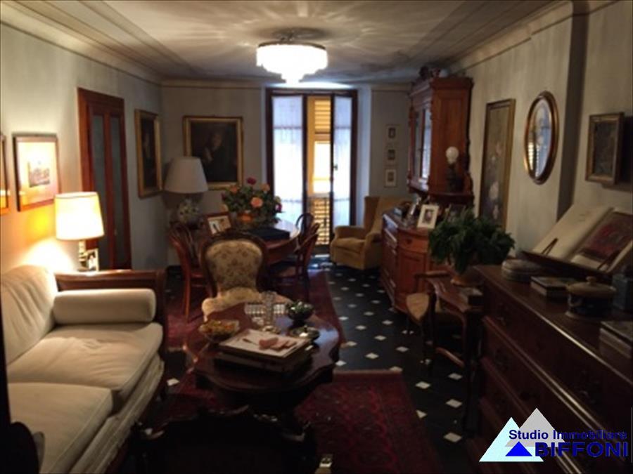 Appartamento in vendita a Rapallo, 5 locali, prezzo € 490.000   CambioCasa.it