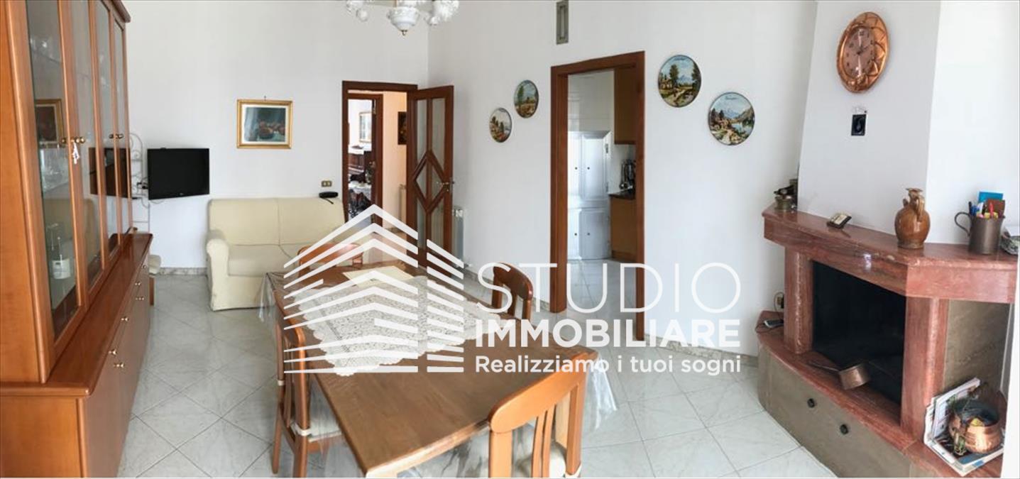 Appartamento in vendita a Ruvo di Puglia, 4 locali, prezzo € 240.000 | CambioCasa.it