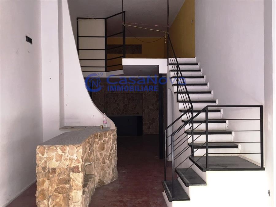 Negozio / Locale in affitto a Molfetta, 5 locali, prezzo € 700 | Cambio Casa.it