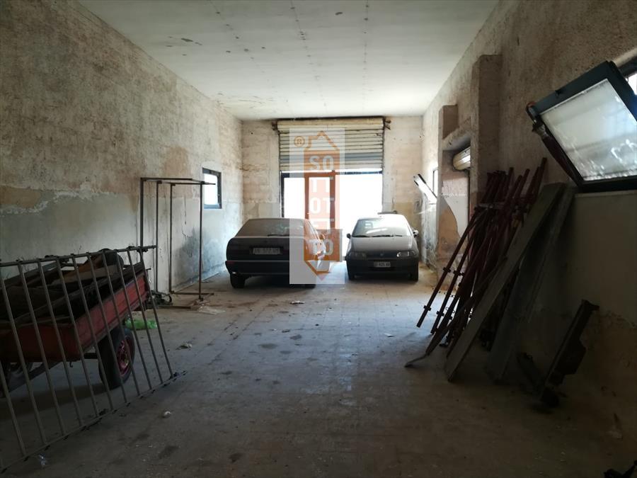 Attività / Licenza in affitto a Corato, 1 locali, Trattative riservate | CambioCasa.it