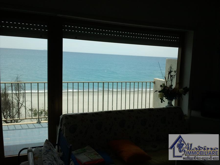 Appartamento in vendita a Bova Marina, 3 locali, prezzo € 80.000 | CambioCasa.it