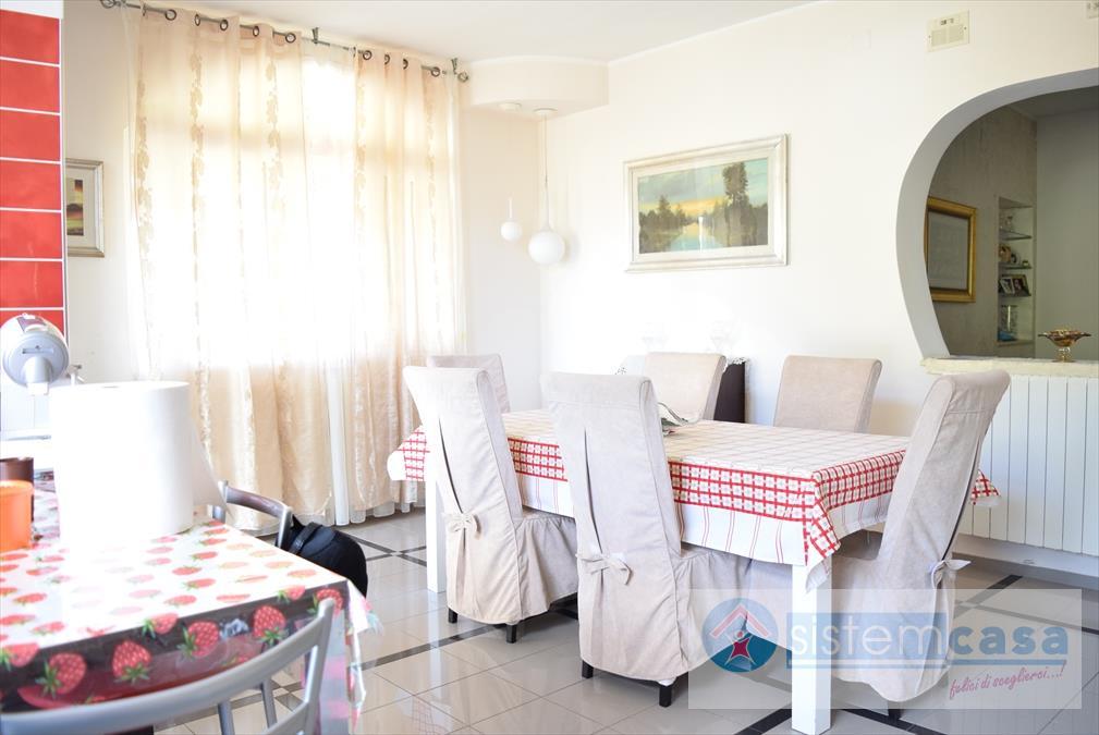 Villa in vendita a Corato, 7 locali, prezzo € 225.000 | CambioCasa.it