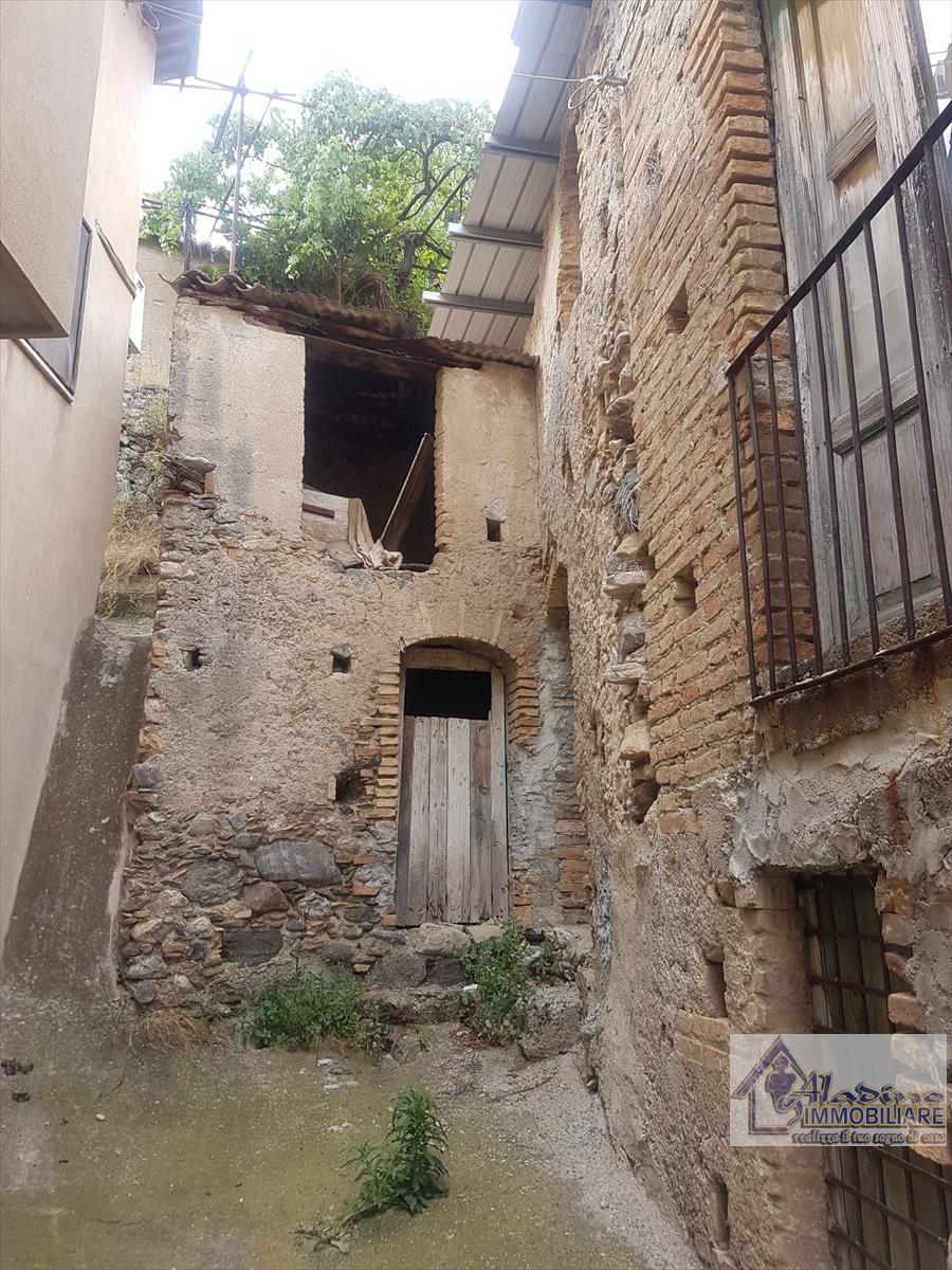 Soluzione Indipendente in vendita a Reggio Calabria, 4 locali, prezzo € 27.000 | CambioCasa.it