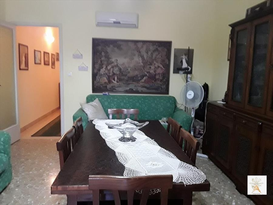 Appartamento in vendita a Trapani, 10 locali, prezzo € 100.000 | CambioCasa.it