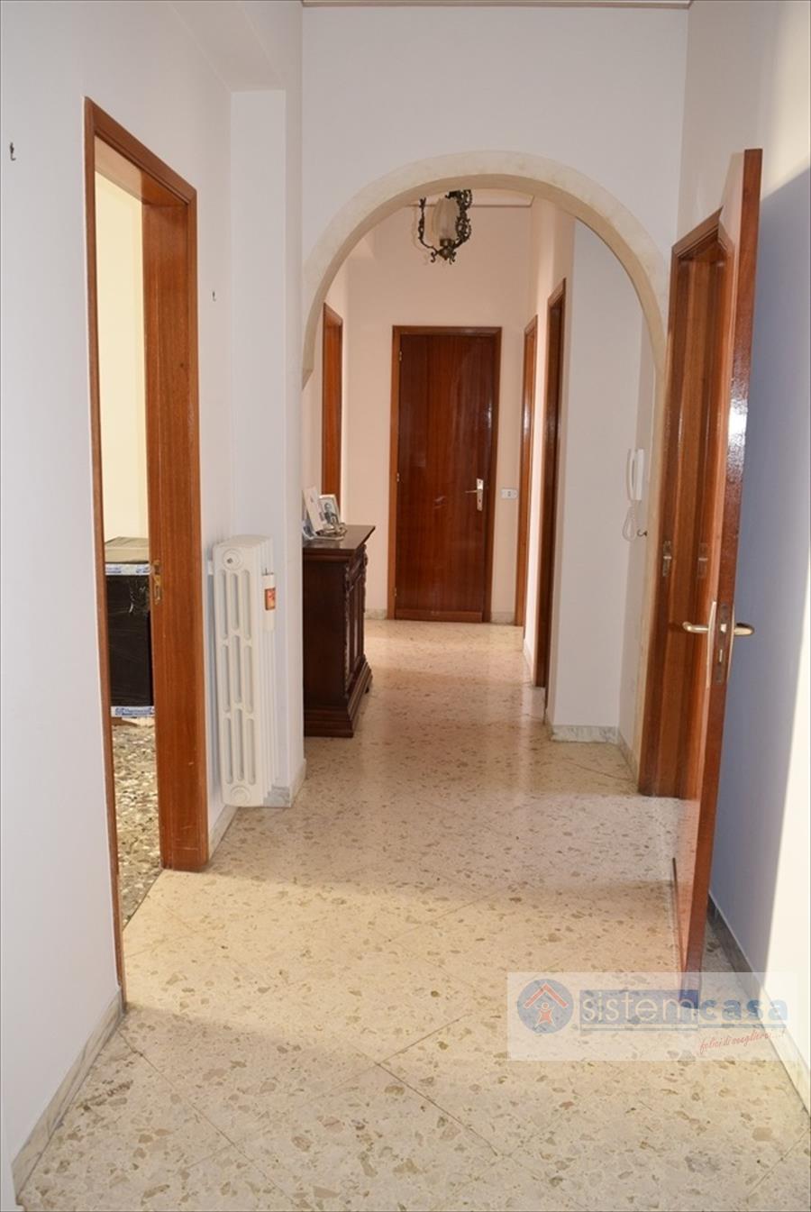 Appartamento in vendita a Corato, 3 locali, prezzo € 85.000 | CambioCasa.it