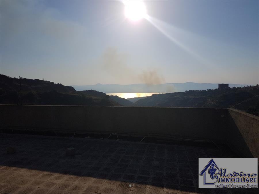 Appartamento in vendita a Reggio Calabria, 4 locali, prezzo € 42.000 | CambioCasa.it