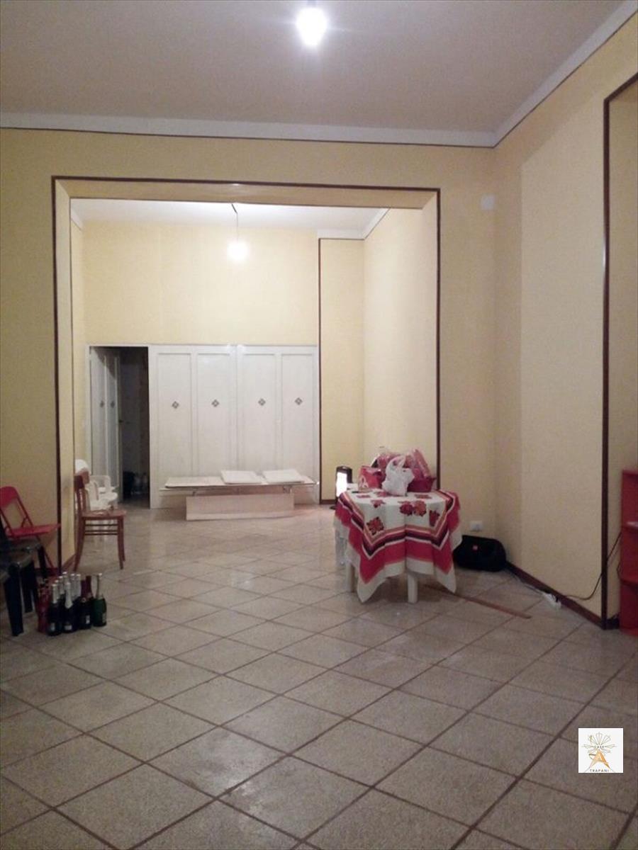 Negozio / Locale in affitto a Trapani, 1 locali, prezzo € 700 | CambioCasa.it