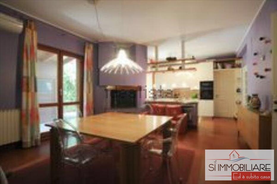 Villa in affitto a Montesilvano, 9999 locali, prezzo € 1.800 | CambioCasa.it