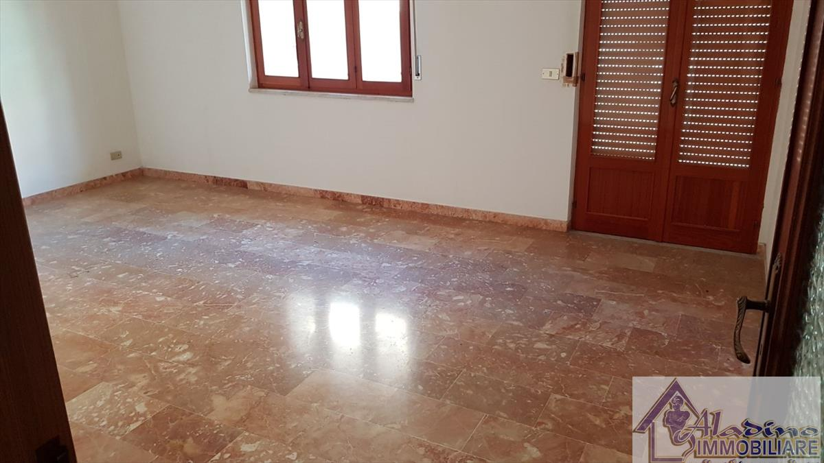Appartamento in vendita a Reggio Calabria, 3 locali, prezzo € 45.000 | CambioCasa.it