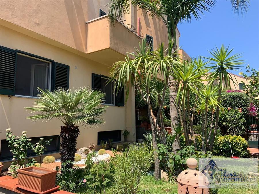 Villa Bifamiliare in vendita a Reggio Calabria, 10 locali, prezzo € 350.000 | CambioCasa.it