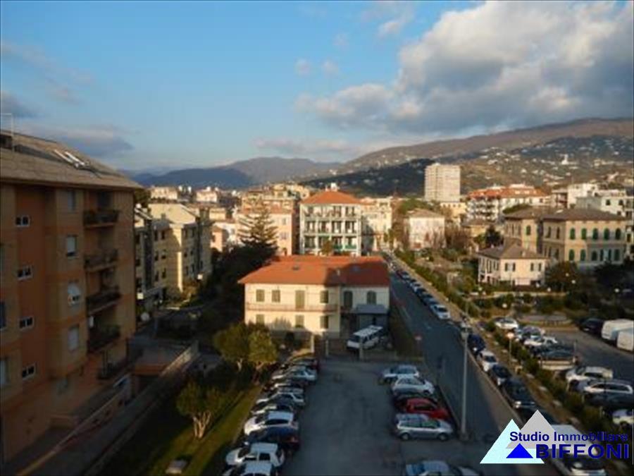 Appartamento in vendita a Lavagna, 4 locali, prezzo € 210.000 | CambioCasa.it