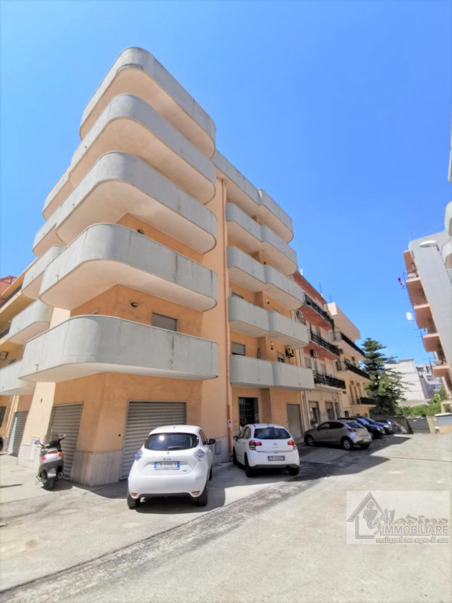 Appartamento in vendita a Reggio Calabria, 4 locali, prezzo € 155.000 | CambioCasa.it