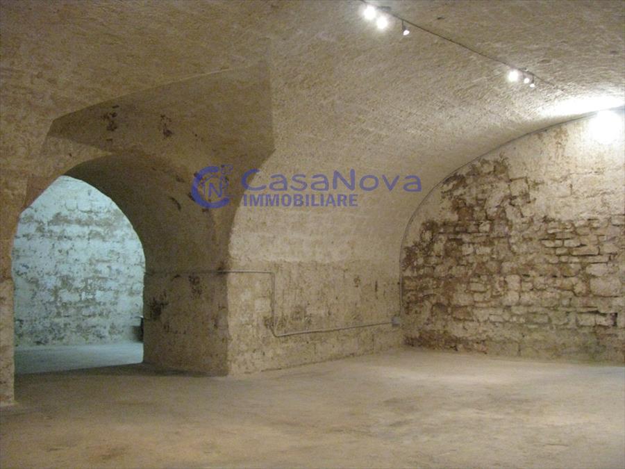 Negozio / Locale in vendita a Bisceglie, 5 locali, prezzo € 250.000   Cambio Casa.it